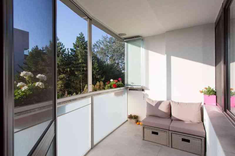 zabudowany balkon