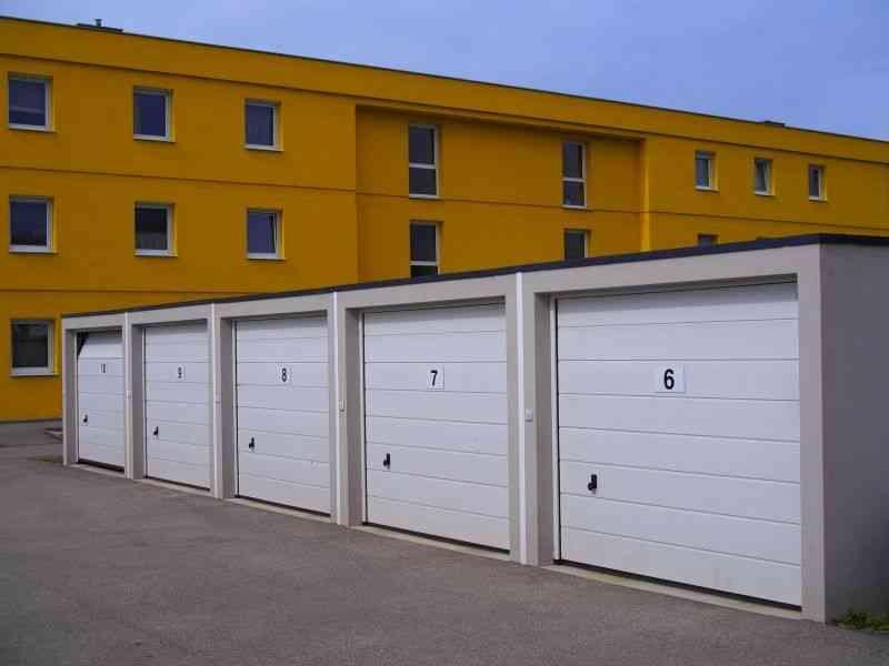 bramy w garażach szeregowych
